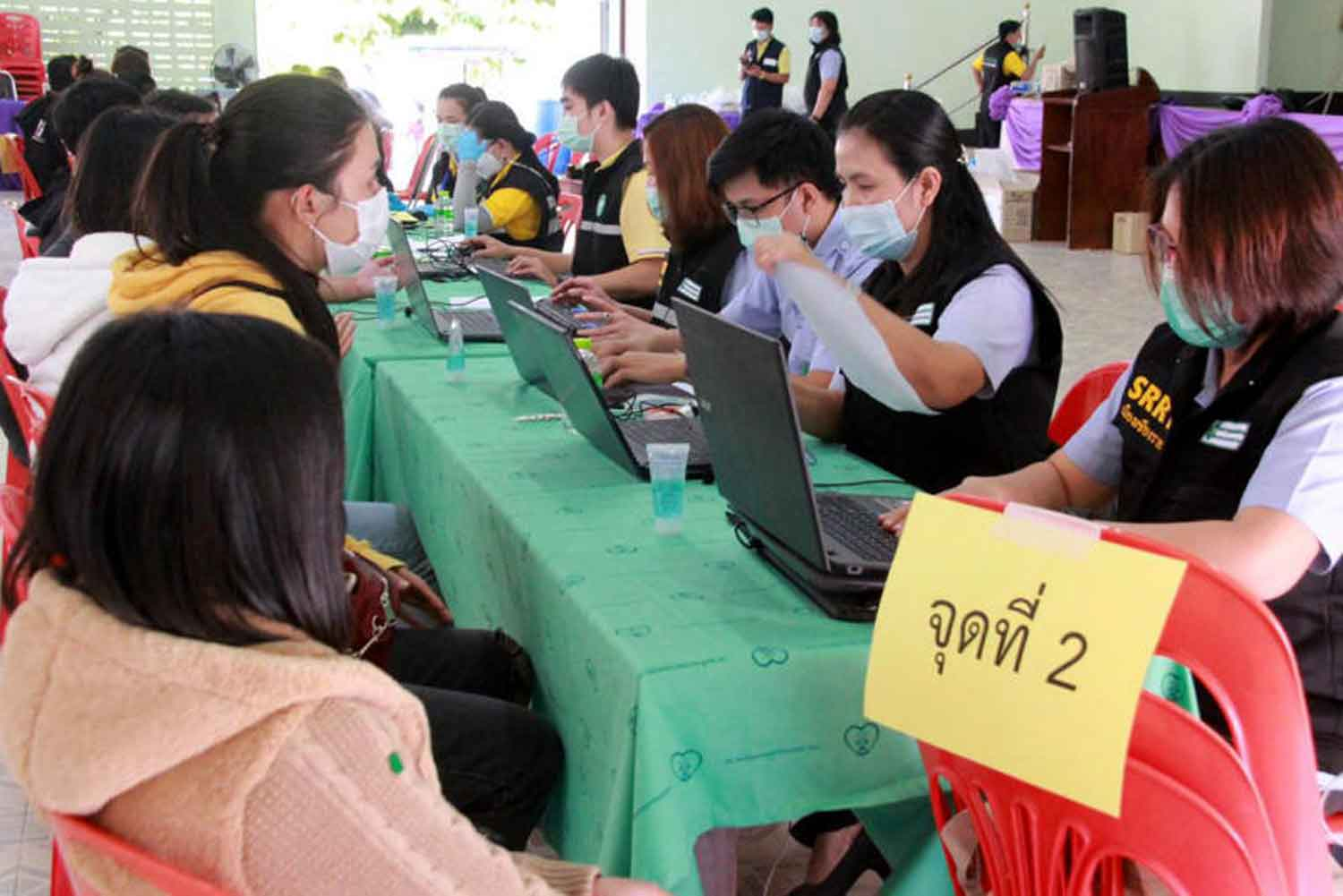 At-risk people seek Covid-19 testing in Chiang Rai province last Saturday, amid the  scare caused by illegal returnees from adjacent Myanmar's border town of Tachilek. (Photo: Chiang Rai PR office)