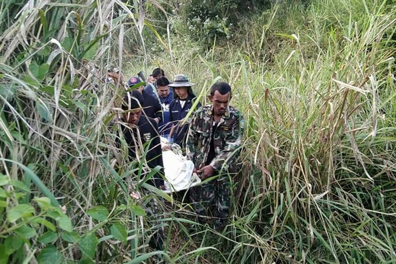 Kui Buri National Park workers carry the body of a 55-year-old colleague from a forest following an elephant attack in the park in Prachuap Khiri Khan on Friday. (Photo by Chaiwat Satyaem)
