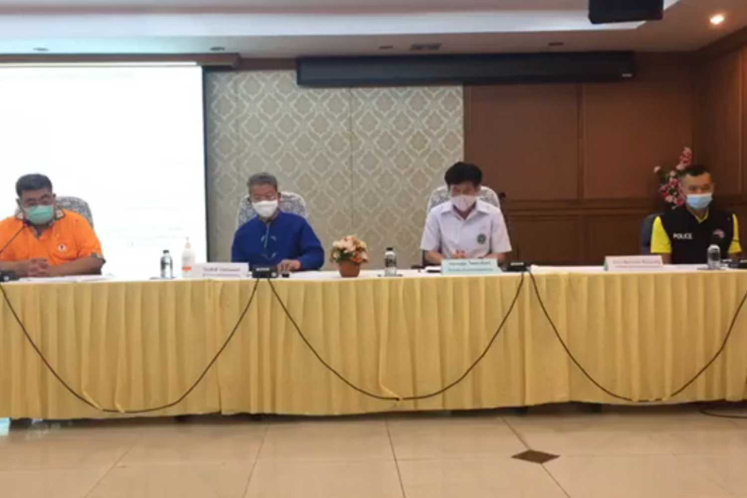 Health officials in Samut Sakhon prepare to hold a media briefing about the Covid-19 infection in the province. (Photo taken from Samut Sakhon public relations office Facebook page)