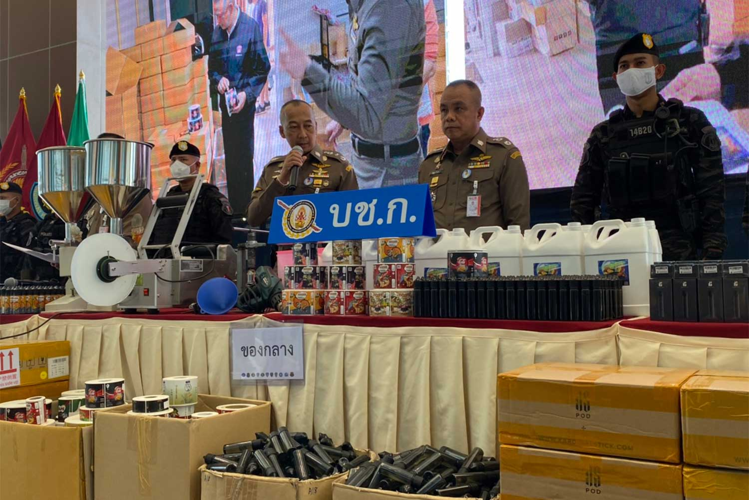 Pol Lt Gen Torsak Sukwimol, commissioner of the Central Investigation Bureau, discusses the seizure of an estimated 10 million baht worth of e-cigarettes and related products during a media briefing on Saturday. (Supplied photo via Wassayos Ngamkham)