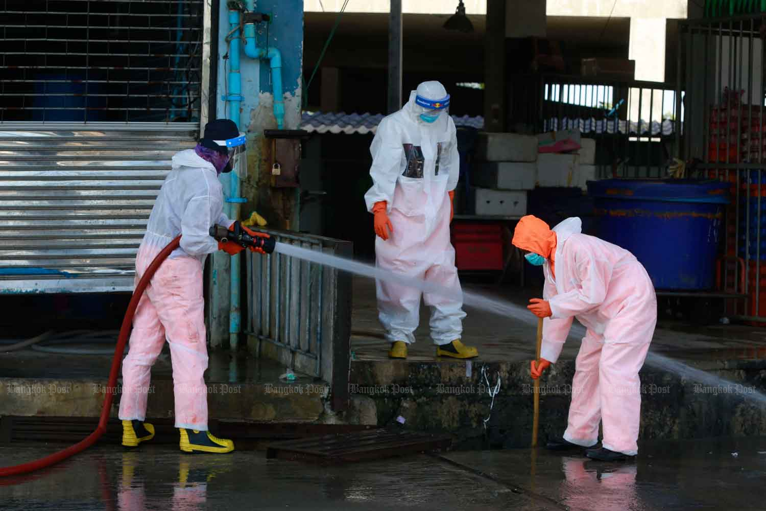 The central shrimp market in Muang district of Samut Sakhon province, a hotspot for the Covid-19 outbreak, gets another clean on Tuesday. (Photo: Arnun Chonmahatrakool)
