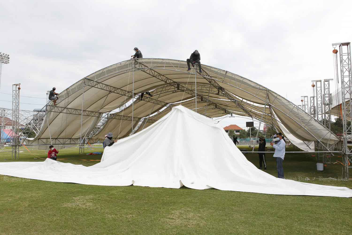 Another field hospital is set up at Samut Sakhon's provincial stadium. It is to be a quarantine venue for migrant workers and treat Covid-19 patients with mild symptoms. About 200 beds are expected to be ready on Monday with the number of beds expected to increase to 500 later in the week.Apichit Jinakul