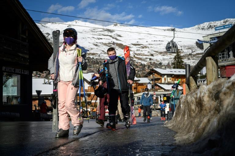 UK tourists quit quarantine