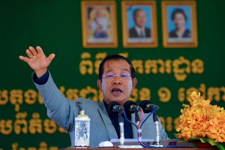 Hun Sen said the extraction was a 'huge gift' for Cambodia.