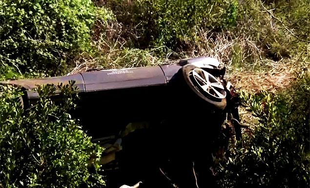 Woods 'awake, responsive' after car wreck surgery