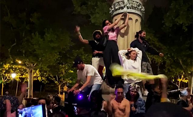 Maskless revellers celebrate end of Barcelona curfew