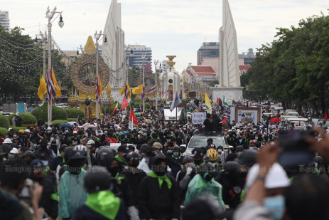 Police fire water cannon, rubber bullets, tear gas at protesters -0