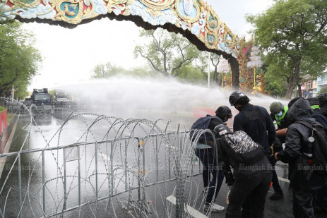 Police fire water cannon, rubber bullets, tear gas at protesters -3