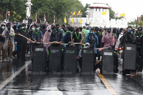 Police fire water cannon, rubber bullets, tear gas at protesters -2
