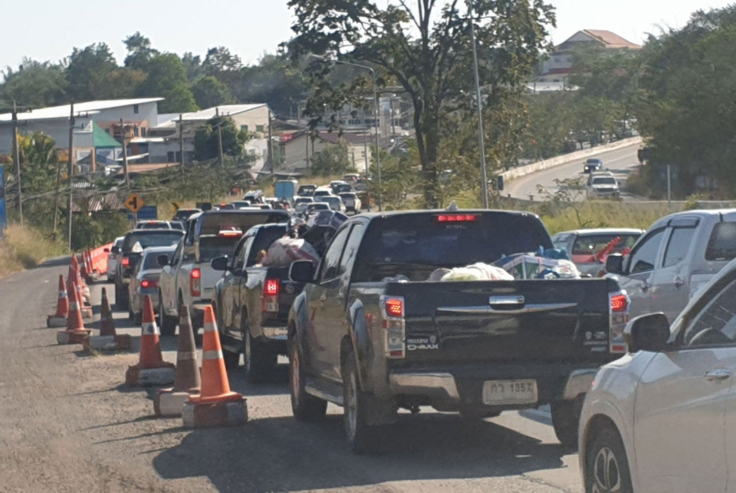 Traffic on outbound lanes heading to Bangkok in Wang Nam Khieo district of Nakhon Ratchasima moves slowly on Saturday. (Photo by Prasit Tangprasert)