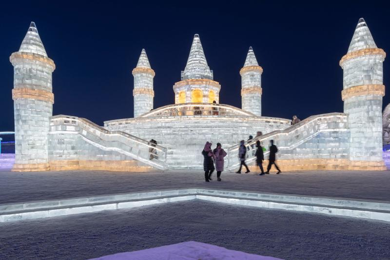 Frozen towers, palaces stun visitors at Harbin Ice and Snow Festival