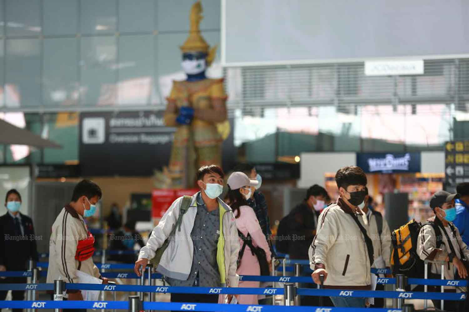 Travellers wear face masks for Covid-19 prevention at Suvarnabhumi airport in Samut Prakan province on Thursday. The country reported 205 new Covid-19 cases on Friday. (Photo: Somchai Poomlard)