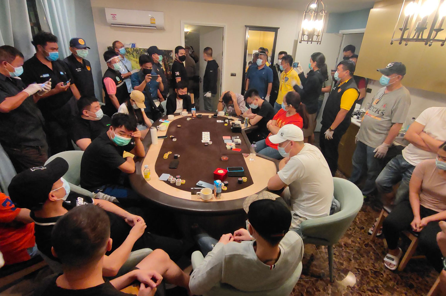 Many gamblers, both Thais and foreigners, are found inside two rooms at a condominium on Jomtien Sai 2 Road in Pattaya, Chon Buri province, during a police raid in the early hours of Saturday. (Photo by Chaiyot Pupattanapong)