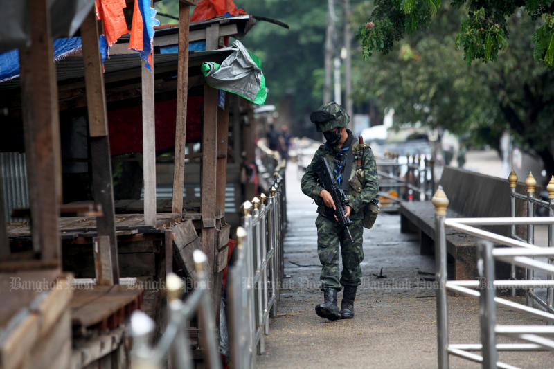 Soldiers patrol the border along the Moei River in Mae Sot district of Tak to stem illegal crossing from Myawaddy. (Bangkok Post file photo)
