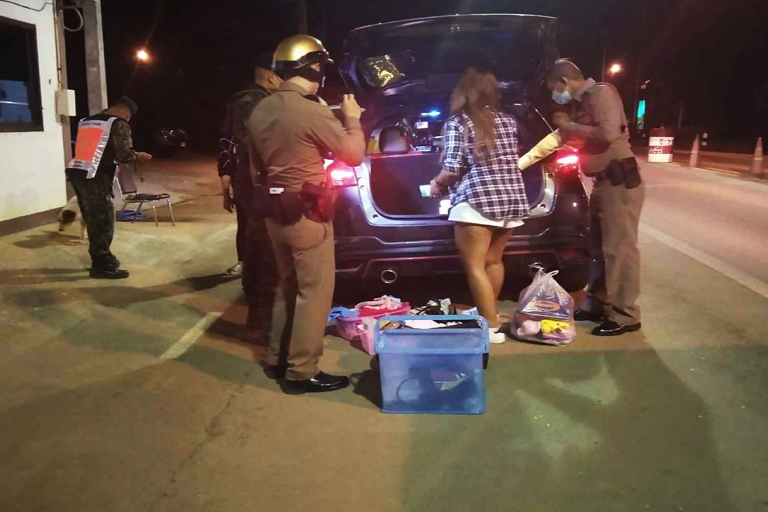 Police search the Toyota Yaris and find a suitcse with 40,000 meth pills,  at a checkpoint in Thong Pha Phum district, Kanachanaburi, on Tuesday night. (Photo: Piyarat  Chongcharoen)
