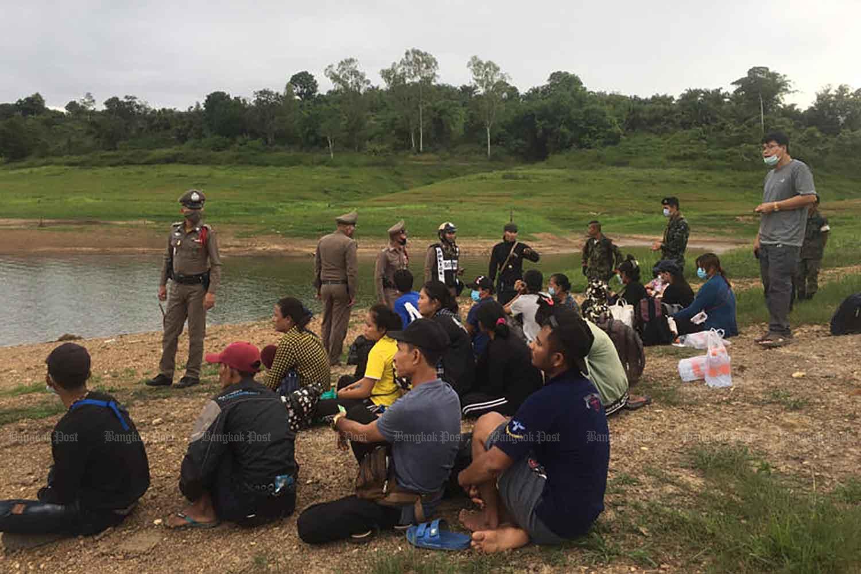 Officers arrest 18 illegal migrants in Sangkhlaburi district of Kanchanaburi in July last year. Photo by PIYARAT CHONGCHAROEN