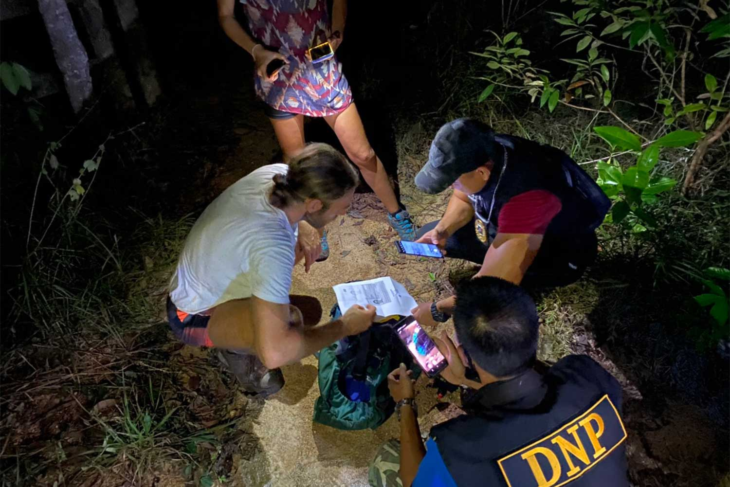 Rescuers find the Spanish couple who were lost in the forest on Koh Phangan in Surat Thani on Thursday. The search lasted more than six hours, concluding late Thursday night. (Photo: Supplied/Supapong Chaolan)
