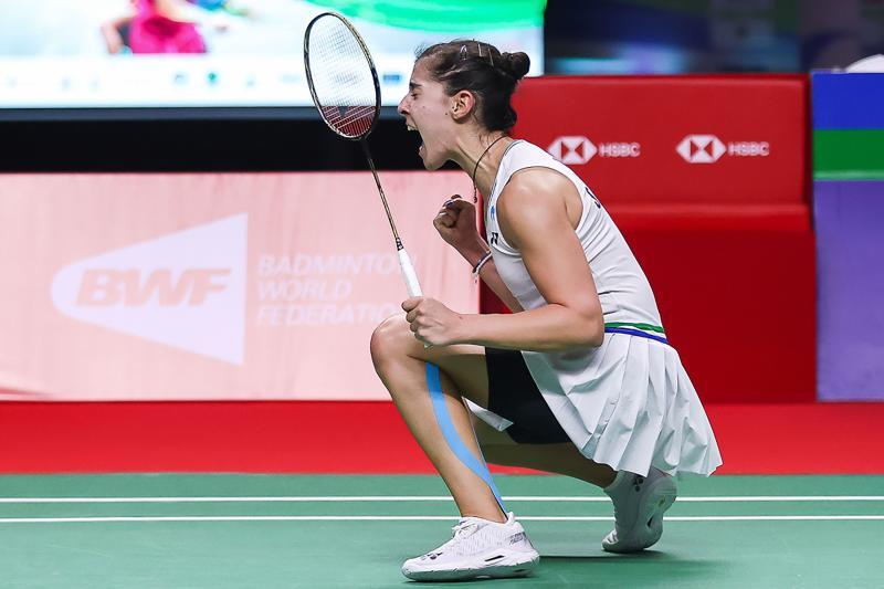 Marin and Axelsen claimThailandOpen singles titles