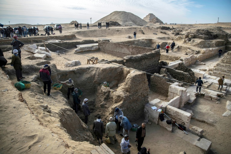 Egypt unveils treasures found at ancient site