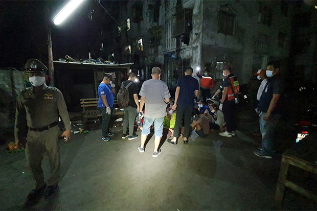 Police round up 12 Myanmar nationals caught gambling at a building in Bang Phli district in Samut Prakan on Sunday night. (Photo: Sutthiwit Chaiyutworakan)