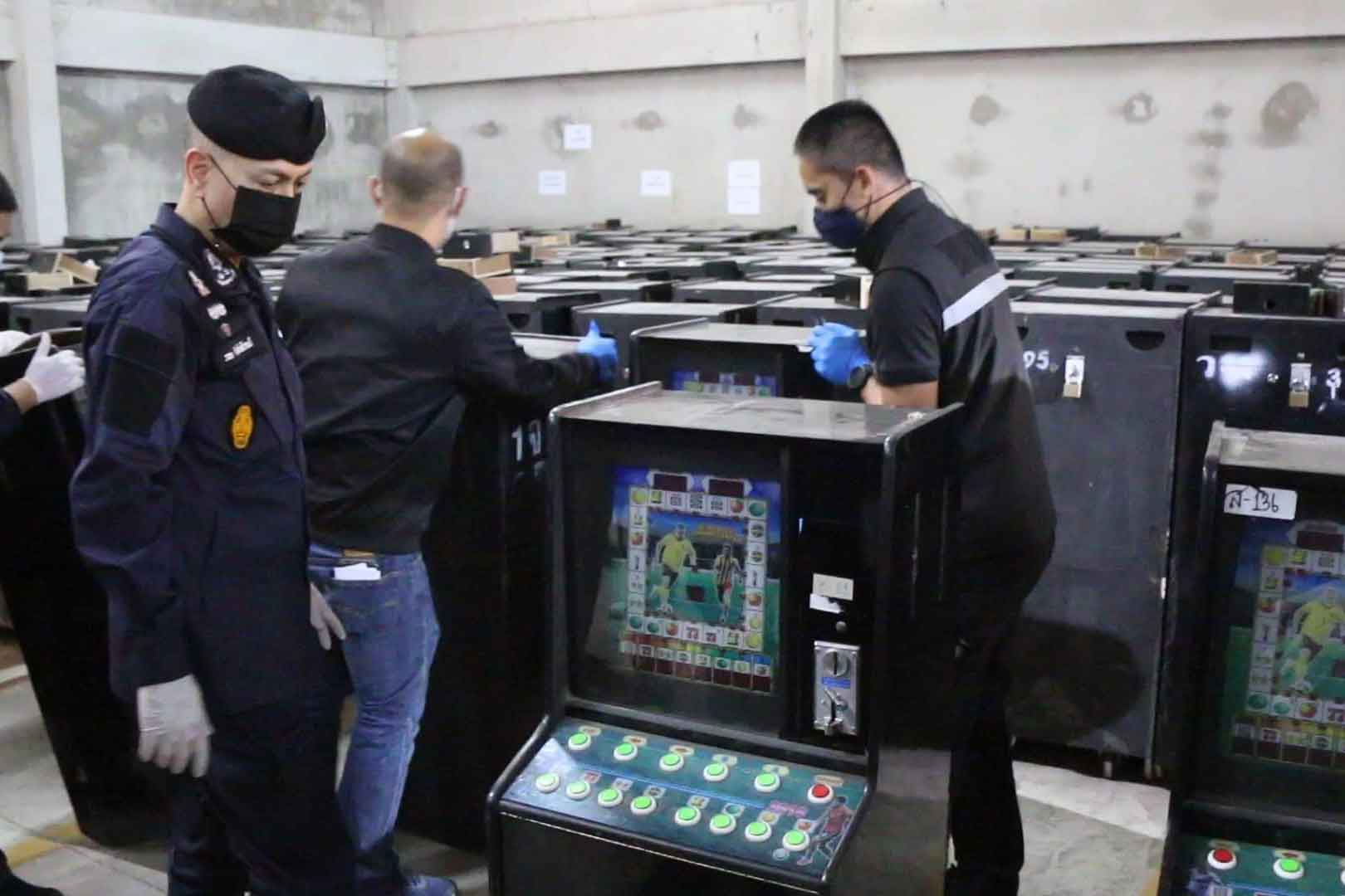 Hundreds of gambling machines seized