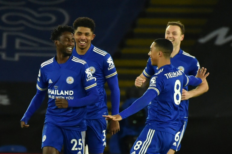 Leicester dream after beating lacklustre Chelsea to go top
