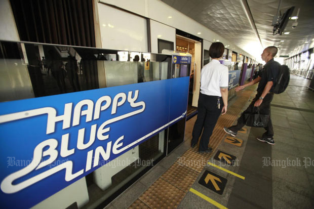 Passes valid for 30 days with a fare discount on the Blue and Purple electric train lines will be sold in March. (Bangkok Post photo)