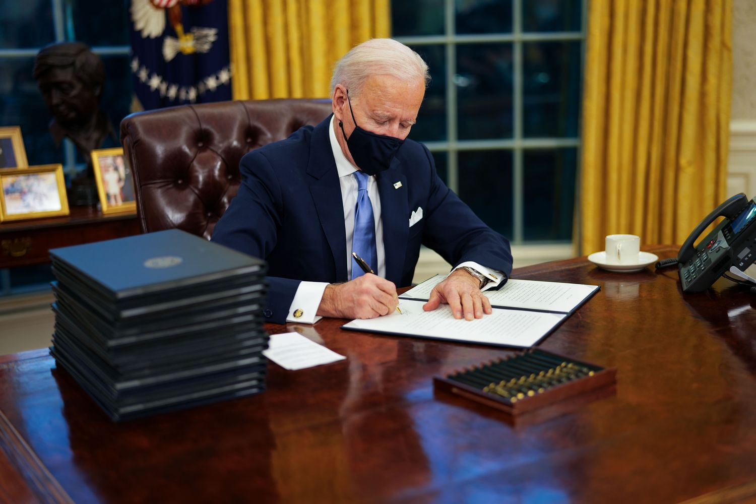Biden to issue orders nixing Trump's Covid-19 policies