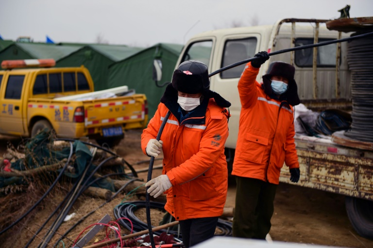 Rescuers scramble to free Chinese miners