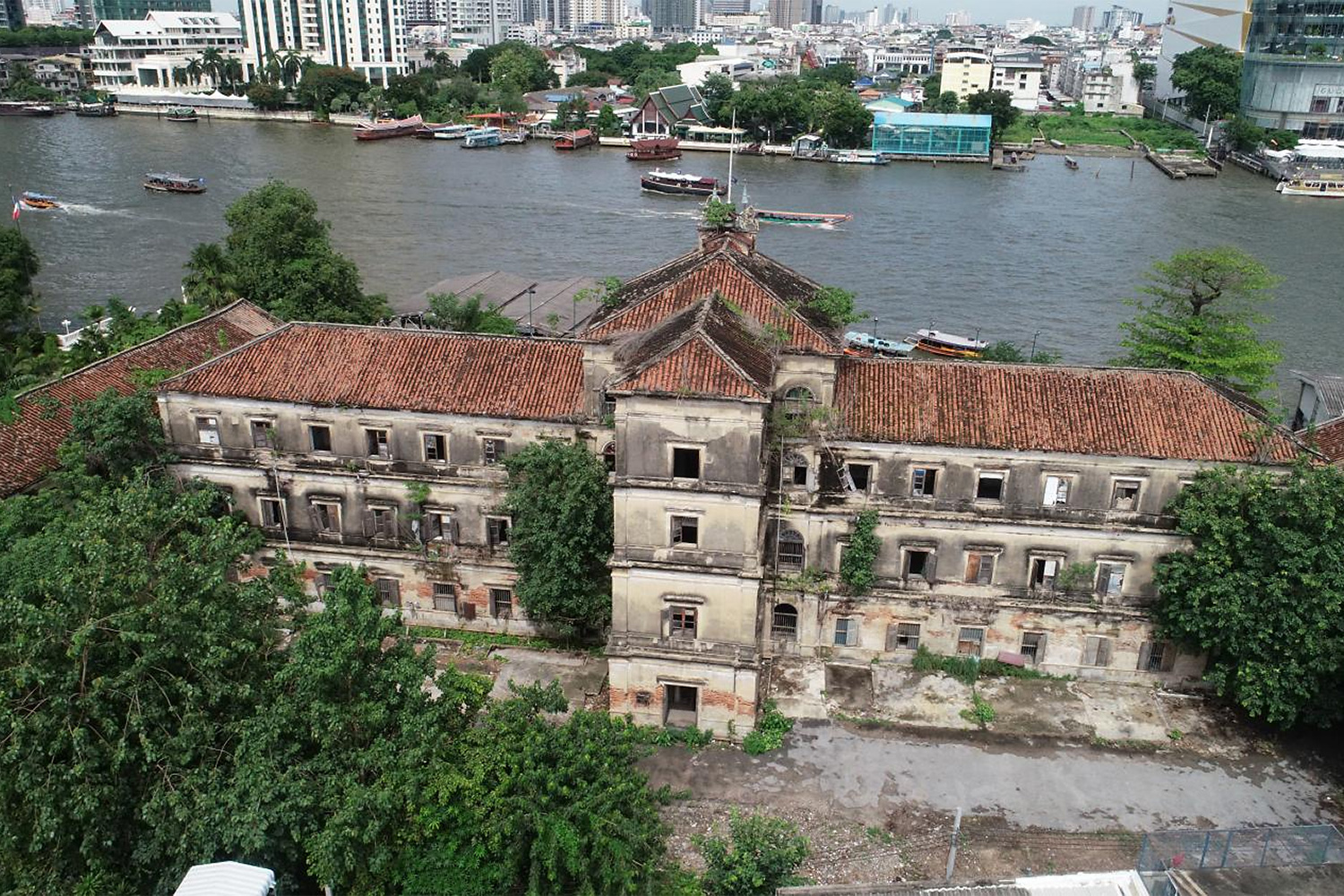 The project comprises a 130-year-old building on the banks of the Chao Phraya River, owned by the Treasury Department.