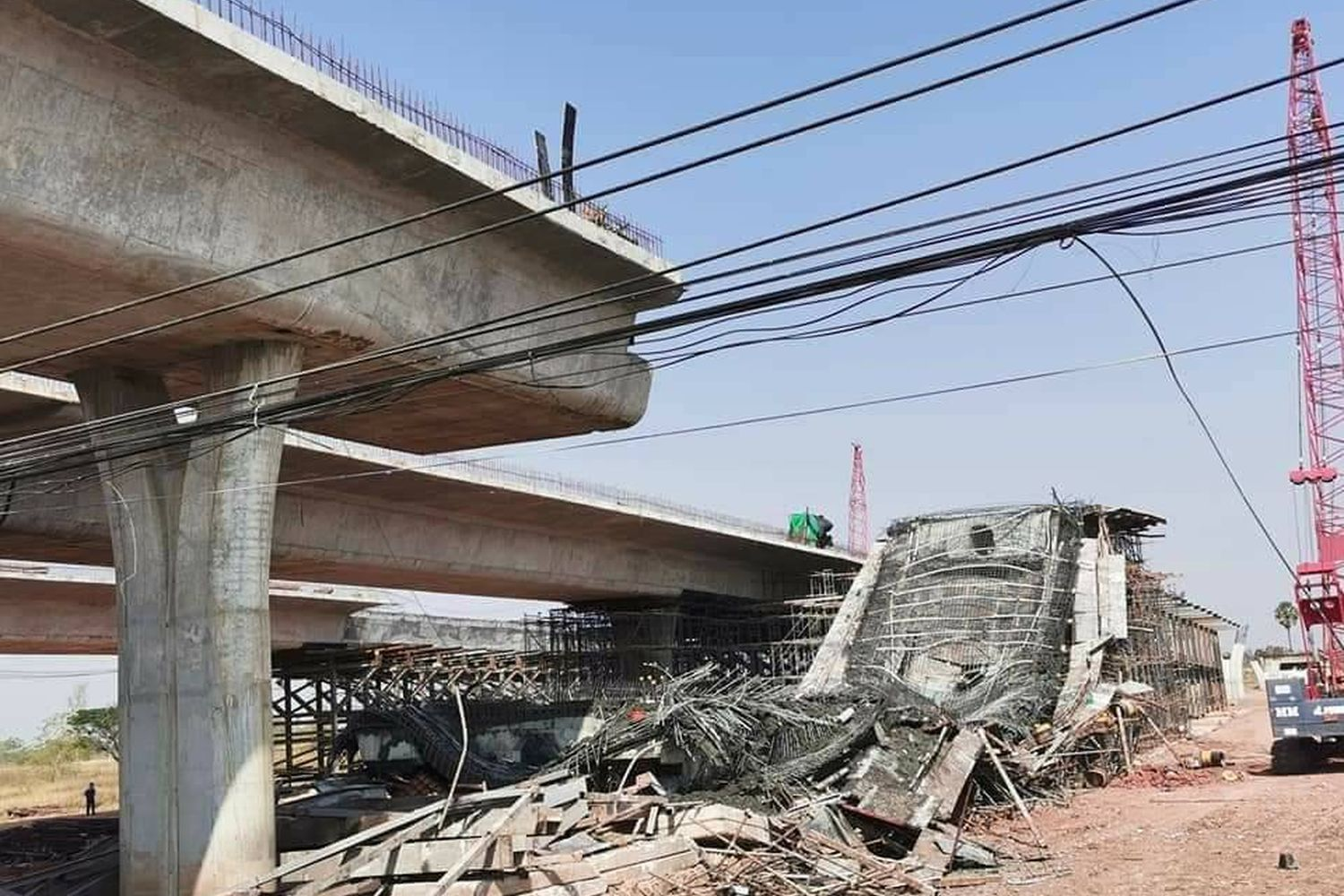 An elevated section of a ring road being built in Muang district of Nakhon Ratchasima has collapsed, hurting at least 10 people, on Saturday. (Photo supplied by Prasit Tangprasert)