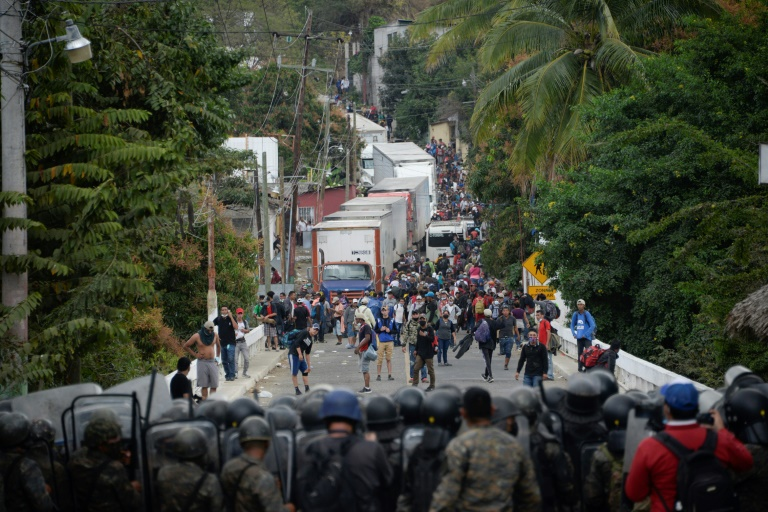 Security forces block a caravan of US-bound Honduran migrants in Vado Hondo, Guatemala, on January 18, 2021