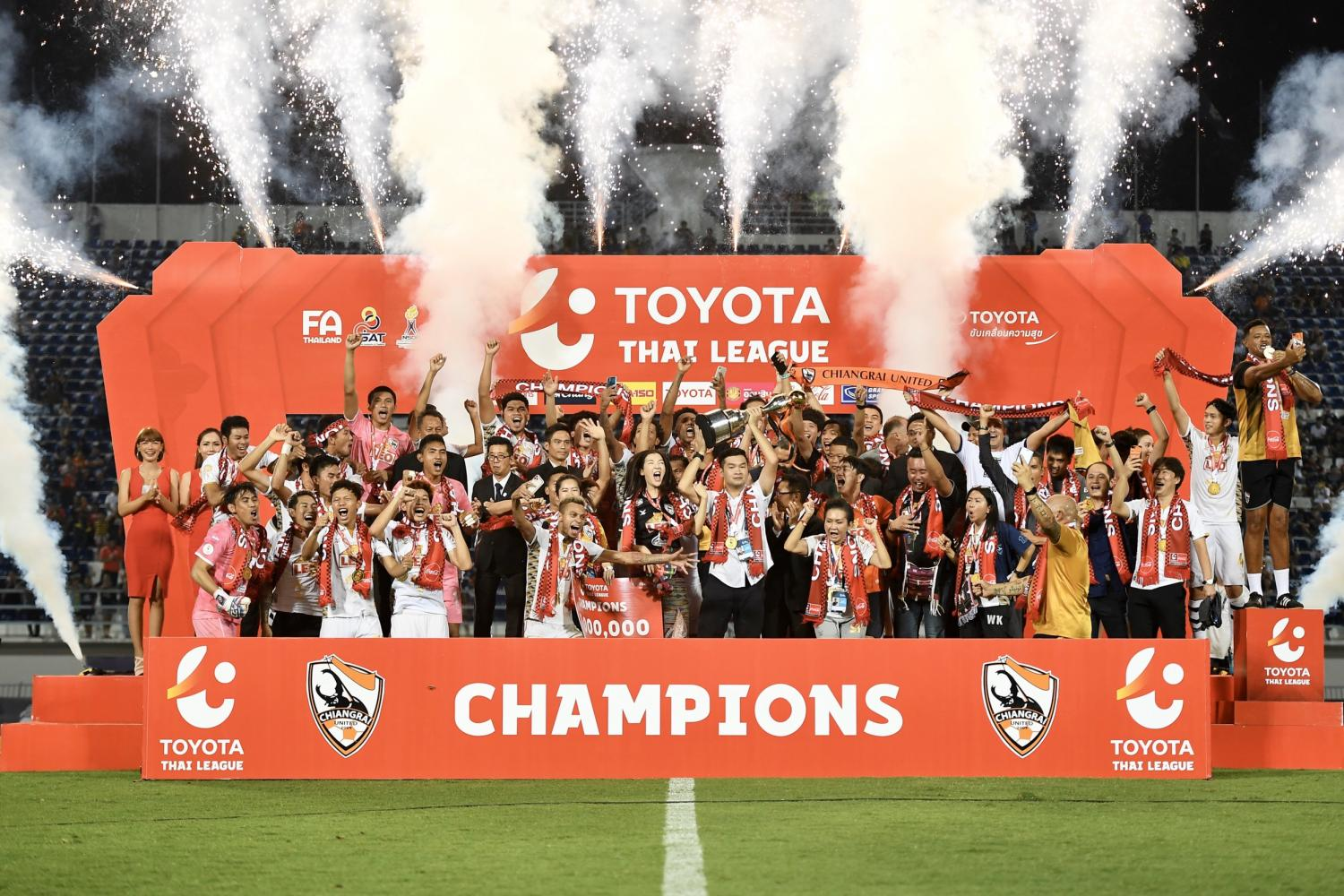 Chiang Rai United celebrate with the Thai League 1 trophy in 2019.