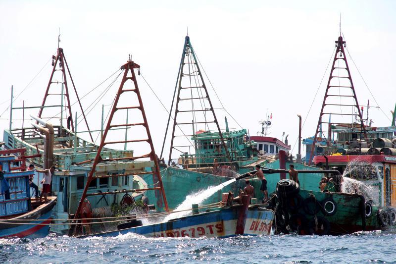 Malaysia detains 16 Vietnamese fishermen, 2 boats