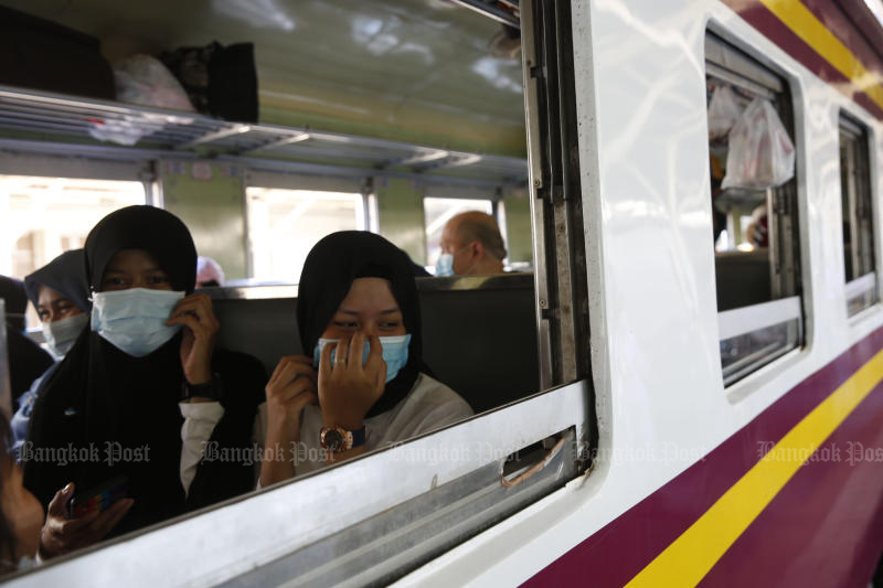 The State Railway of Thailand will temporarily pull 57 trains out of service from Tuesday to curb the coronavirus spread. (Photo by Wichan Charoenkiatpakul)