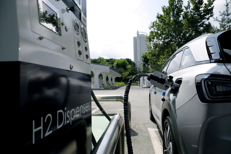 A Hyundai Motor's Nexo hydrogen car is fuelled at a hydrogen station in Seoul. (Reuters photo)