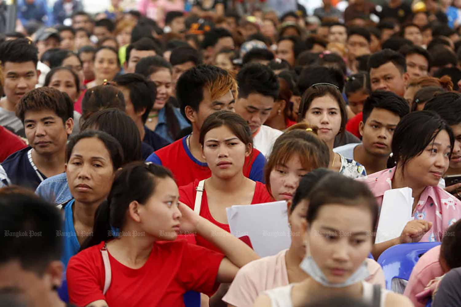 Migrant workers pack the Labour Ministry in Bangkok for registration in March 2018. (Bangkok Post file photo)