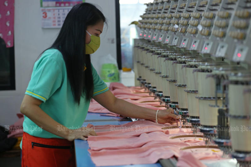 Manufacturing output in December drop from a year earlier due to the new coronavirus outbreak. (Photo by Varuth Hirunyatheb)
