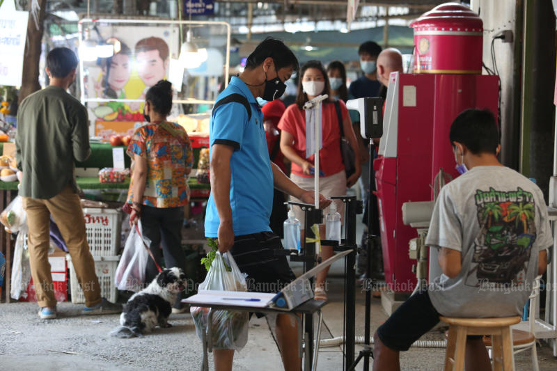 People make purchases at a fresh market in Bangkok. The pandemic pushes household debt to stand at 13.8 trillion baht, or 87% of gross domestic product, at the end of September. (Photo by Varuth Hirunyatheb)
