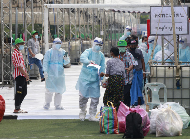 Myanmar workers in Samut Sakhon are released from a field hospital last Friday after recovering from Covid-19. (Bangkok Post photo)
