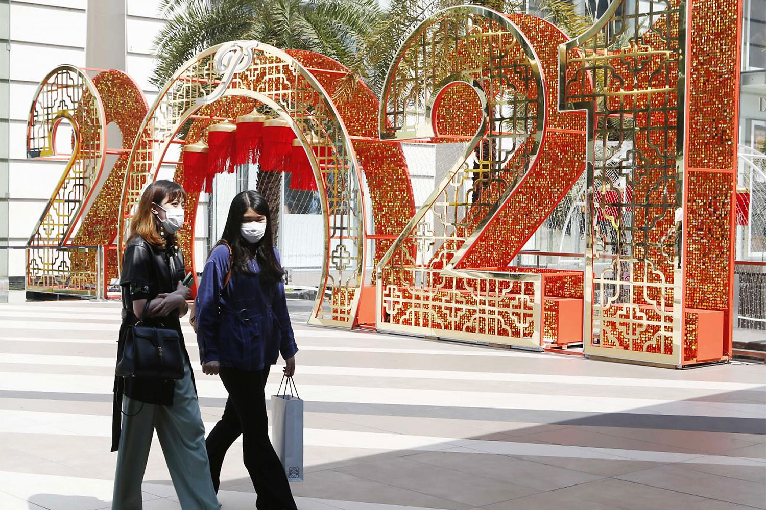 People walk past lanterns in front of Siam Paragon to celebrate the upcoming Lunar New Year.(Photo by Apichit Jinakul)