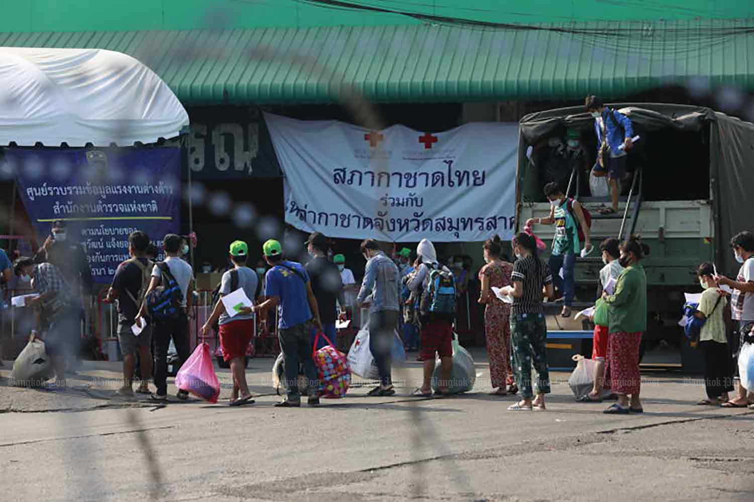 Migrant workers are being discharged from a field hospital in Samut Sakhon province early last month. (Photo: Arnun Chonmahatrakool)