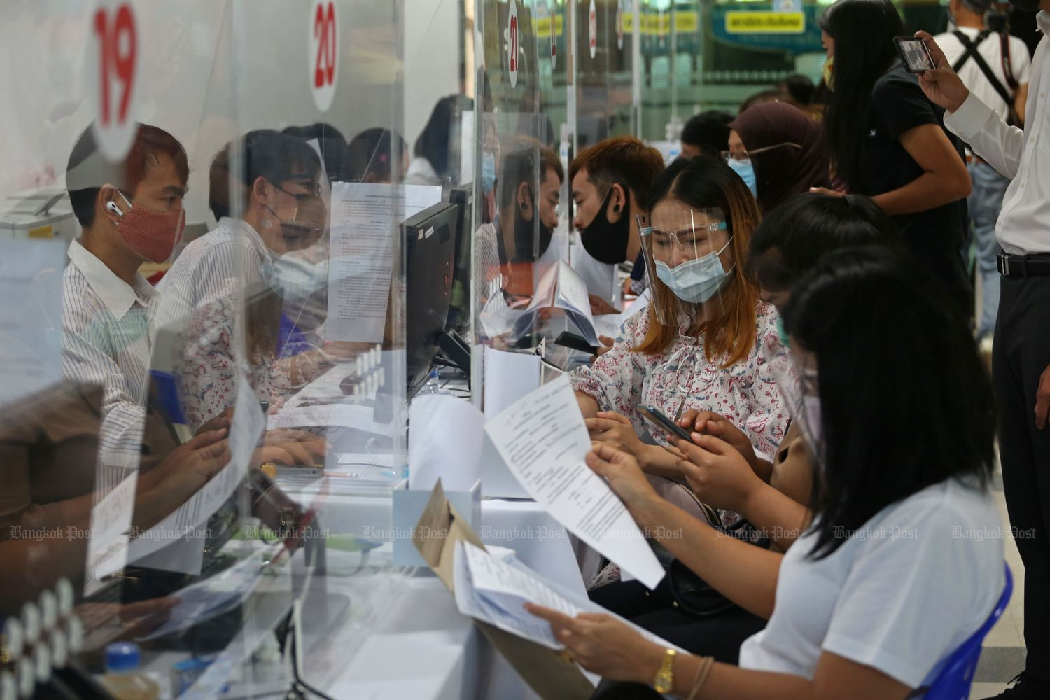 Employees apply for compensation for unemployment at the Social Security Office in May last year. (Bangkok Post file photo)