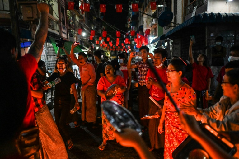Anger has grown in Myanmar since the coup that overthrew the country's civilian leaders this week. (AFP photo)