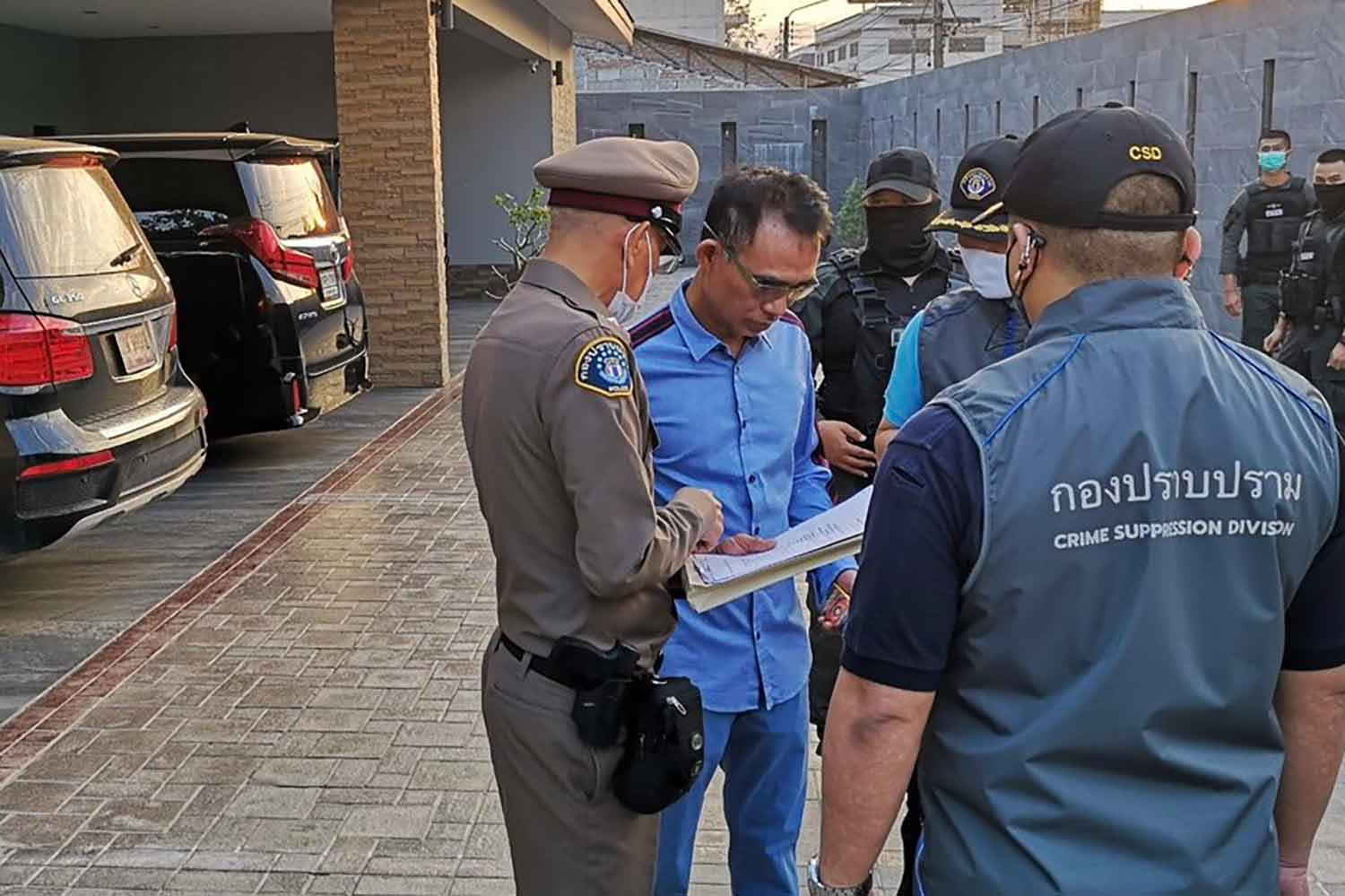 Police arrest Somchai Jutikitdet, centre, at his house in Rayong province on Thursday morning. (Police photo)