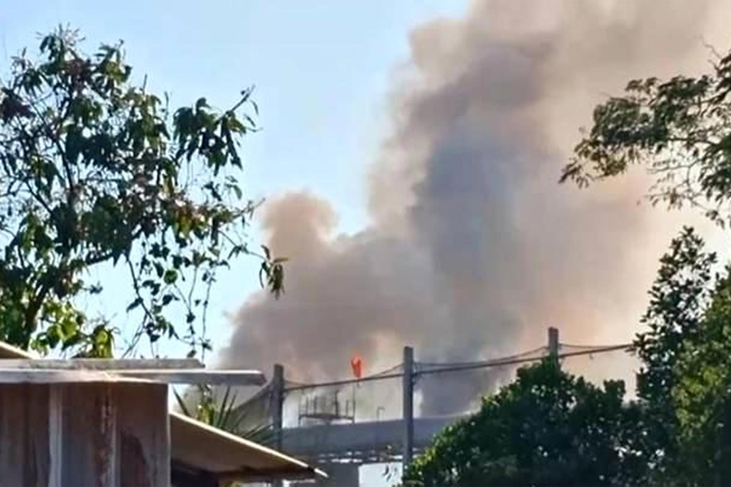 Black smoke billows from the Korat Industry sugar mill in Pimai district, Nakhon Ratchasima. The mill has often been blamed for local air and noise pollution.(Photo: The Pollution Control Department)
