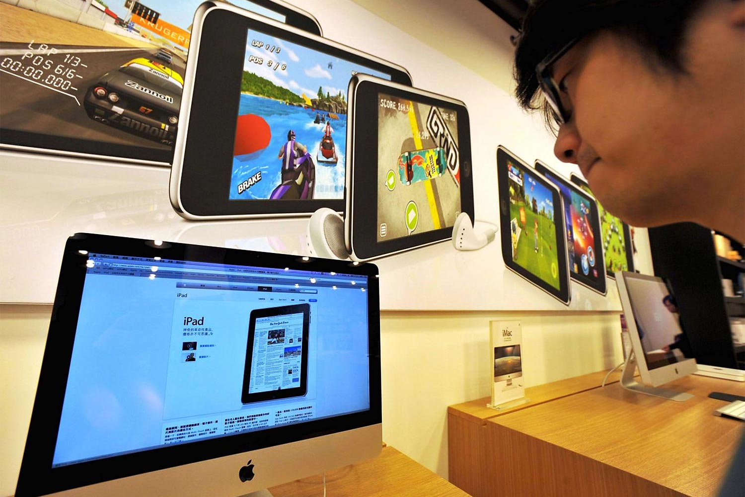 A man looks at monitors displaying the Apple iPad website at a computer store in Taipei. Consumers have become accustomed to divulging their data in exchange for the conveniences offered by technology.(Photo: AFP)