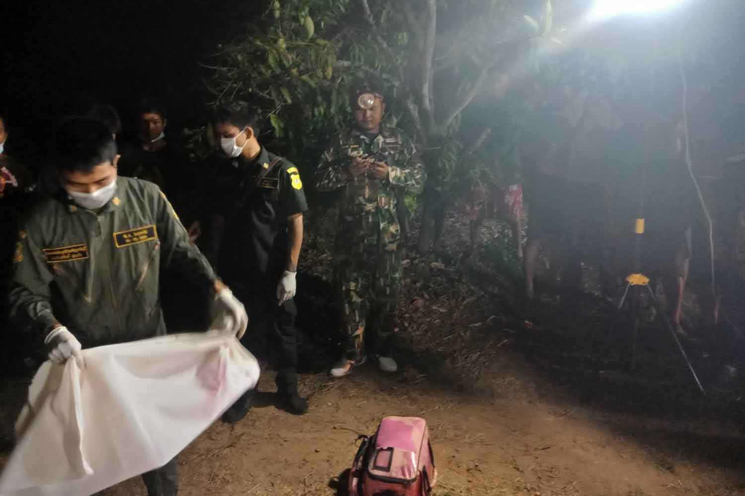 Wildlife officials examine the scene at the mango orchard in Prachin Buri's Si Maha Phot district where a wild elephant stomped a man to death on Sunday evening. (Photo: Manit Sanubboon)