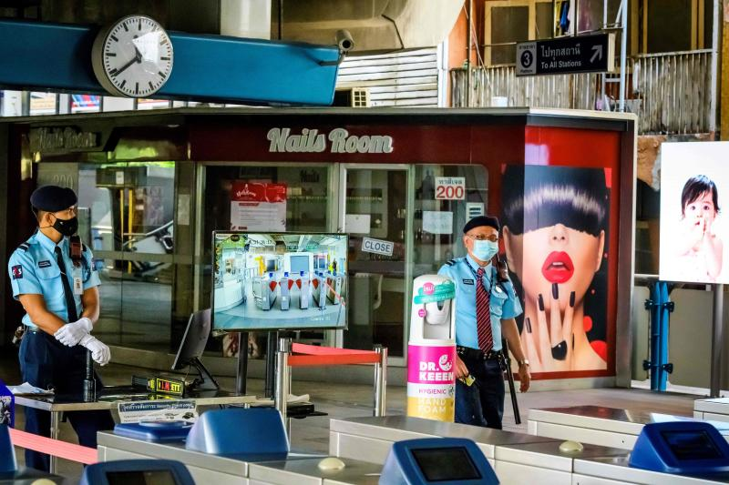 FILE PHOTO: Security officials stand next to a temperature control point in front of a closed nail salon at a BTS commuter train station in Bangkok on Jan 2, 2021, after the capital announced on Saturday partial lockdown measures to deal with a recent uptick in Covid-19 coronavirus cases. (AFP)