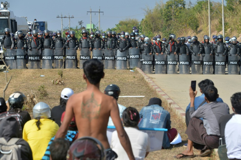 Myanmar: Soldiers Fire at Crowds of Protesters